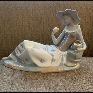 Lladro Girl Resting with Flower Basket Large